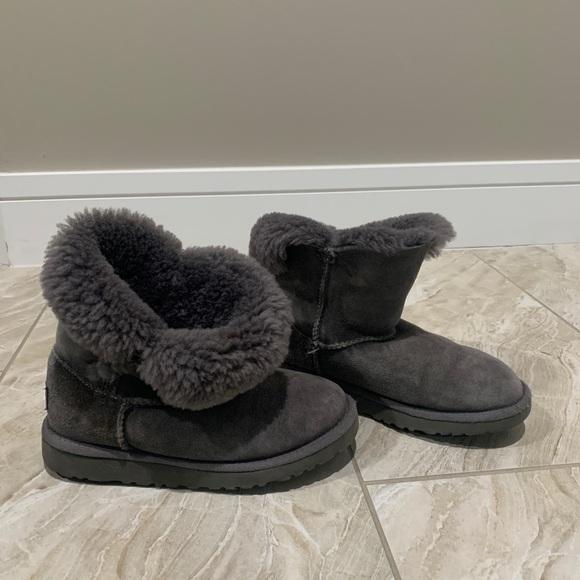 UGG Shoes | Girls Uggs Size 4 | Poshmark